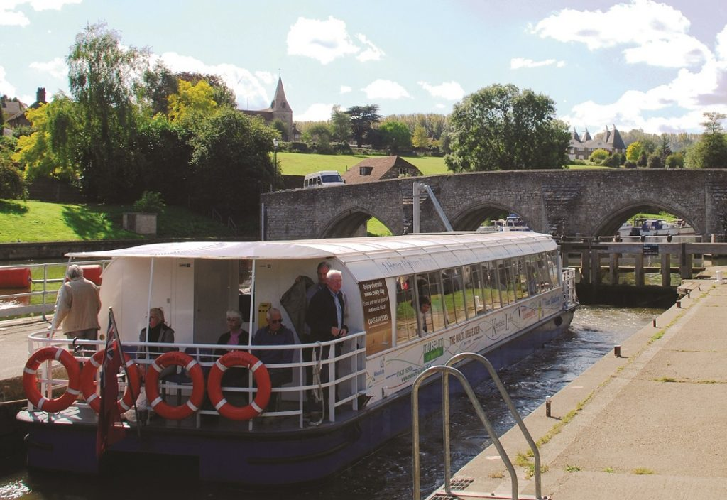 kentish-lady-east-farleigh-lock-3